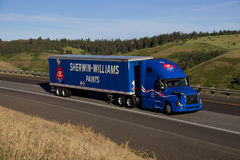 Sherwin Williams Semi Truck/Blauw Volvo stock afbeelding
