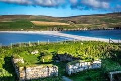 Shetland öar - tombolo - St Ninian Beach Royaltyfri Foto