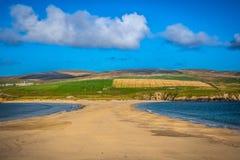 Shetland öar - tombolo - St Ninian Beach Royaltyfria Bilder