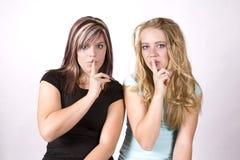 Shhh de las muchachas de la expresión dos Fotografía de archivo libre de regalías