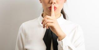 Shhhhh!女实业家requiriong沈默 免版税库存图片