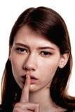 Shhhhh kvinna! Finger på kanter Tyst - tystnadmaterielbild Royaltyfri Fotografi