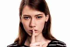 Shhhhh kvinna! Finger på kanter Tyst - tystnadmaterielbild Fotografering för Bildbyråer