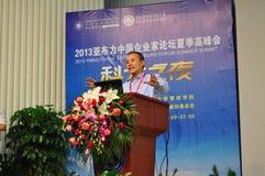 Shi Wang ont un sommet d'été de forum d'entrepreneurs de Yabuli Chine de la parole en 2013 Photographie stock libre de droits