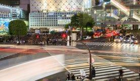 Shibuya横穿在晚上东京日本 库存照片