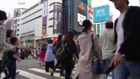 Shibuya-Überfahrt im Zeitversehen der Tageszeit 4K UHD stock footage