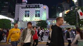 Shibuya-Überfahrt am Nachtzeitversehen stock footage