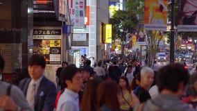 Shibuya на ноче - занятое место в токио - ТОКИО/ЯПОНИЯ - 12-ое июня 2018 видеоматериал
