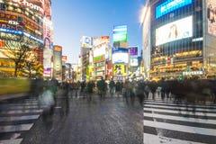 SHIBUYA, ЯПОНИЯ - 19-ОЕ ФЕВРАЛЯ 2016: Crosswalk Shibuya большой в Ja стоковое фото