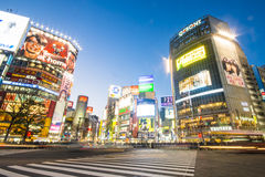 SHIBUYA, ЯПОНИЯ - 19-ОЕ ФЕВРАЛЯ 2016: Crosswalk Shibuya большой в Ja стоковая фотография