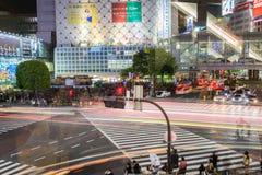 Shibuya横穿在晚上东京日本 库存图片
