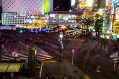 Shibuya die bij Nacht kruisen Stock Foto