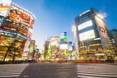 SHIBUYA, JAPÃO - 19 DE FEVEREIRO DE 2016: Faixa de travessia grande de Shibuya em Ja Imagem de Stock