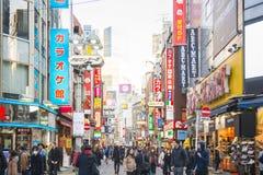 SHIBUYA, JAPÃO - 19 DE FEVEREIRO DE 2016: sinal claro colorido em Shib Fotos de Stock Royalty Free