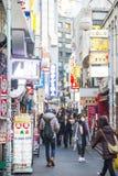SHIBUYA, JAPÃO - 19 DE FEVEREIRO DE 2016: sinal claro colorido em Shib Fotos de Stock