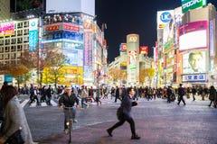 Shibuya korsning natt Arkivbild