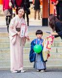 Shichi去圣庆祝在Ikuta Jinja -神户 免版税库存照片