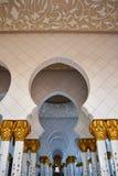 Shiekh Zayed Mosque Arch Hallway, teto fotos de stock