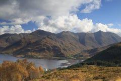 Shiel озера, Шотландия, ландшафт, горы Стоковые Фото