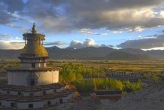 Shigatseklooster bij sunsnet tibet Stock Afbeelding