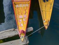 Shikara小船在Dal湖,斯利那加 免版税库存图片