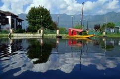 Shikara dans le lac de dal photographie stock libre de droits