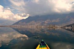 Shikara dans le lac de dal Images stock