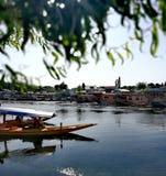 Shikara en el lago del dal foto de archivo libre de regalías