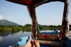 Shikara fartyg i Kashmir Indien fotografering för bildbyråer