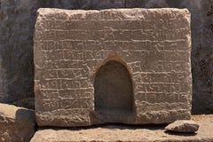 Shilalekh, inscrição em uma das pedras após ter inscrito Ganesh Darwaja, forte Pune de Lohagad fotografia de stock royalty free