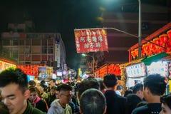 Shilin nocy rynek i tłum goście w Taipei, Tajwan fotografia royalty free