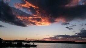 Shilloete del fiume di noosa di tramonto Immagini Stock