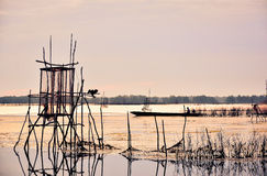 Shilouete da lagoa o dia everning Fotos de Stock Royalty Free