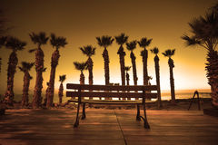Shilouette parkowa ławka przy zmierzchem fotografia royalty free