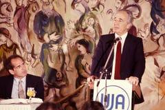 Shimon Peres Speaks com fundo de tapeçarias de Chagall foto de stock