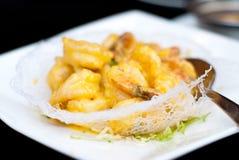 Shimp fritado dourado com yolk imagem de stock