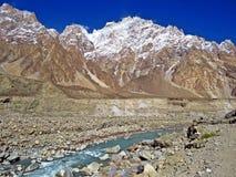 Shimshalvallei en Shimshal-rivier, Karakoram, Noordelijk Pakistan stock foto's