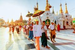 Shinbyu仪式是一个最重要的事件在缅甸的佛教徒的生涯中 库存图片