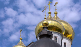 Shining golden cupola of Kremlin in Dmitrov under blue cloudy sky Stock Photography