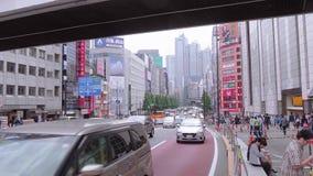 Shinjuku - занятый район в Токио - ТОКИО, ЯПОНИЯ - 17-ОЕ ИЮНЯ 2018 акции видеоматериалы