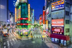 Shinjuku, Τόκιο, εικονική παράσταση πόλης της Ιαπωνίας στο λυκόφως στοκ φωτογραφίες με δικαίωμα ελεύθερης χρήσης