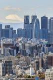 Shinjuku et mont Fuji images stock