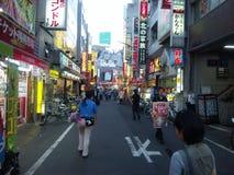 Shinjuku gatashopping Arkivfoton