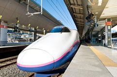 Shinkansen à la gare de Tokyo Photo libre de droits