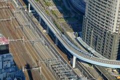 Следы сверхскоростного пассажирского экспресса Shinkansen на станции токио, Японии Стоковое фото RF