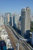 Shinkansen在东京驻地,日本的高速火车轨道看法  免版税图库摄影