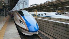 Shinkansen drev på den Tokyo stationen Royaltyfri Fotografi