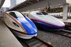 Shinkansen entrena en la estación en Toyama, Japón foto de archivo libre de regalías