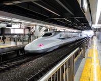 Shinkansen på station 2 Arkivbilder