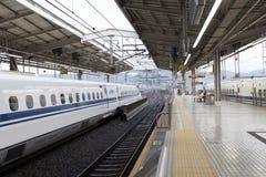 Shinkansen pociska pociąg. Fotografia Stock